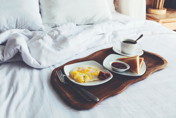 How to Serve Breakfast in Bed to Mom